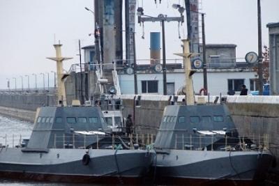 Украинские артиллерийские баркаса прогнали русский корабль «Сметливый» отострова Змеиный