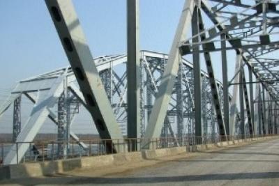 НаКрымском мосту заасфальтированы первые километры дороги