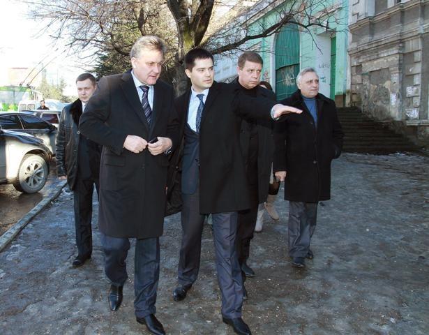 В Симферополе открыли первую остановку с бесплатным Интернетом (ФОТО), фото-1
